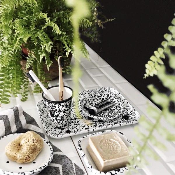Bornn Enamel monochrome soap dish & tray