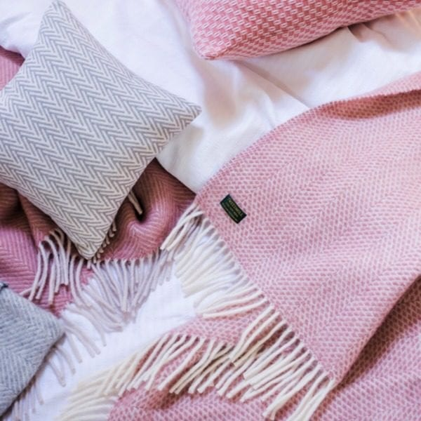 Tweedmill beehive Throw in dusty pink